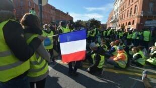 """Un rassemblement de """"gilets jaunes"""" à Toulouse, le 24 novembre 2018"""