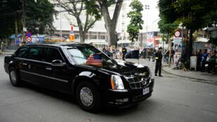 La caravana que transporta al presidente de Estados Unidos, Donald Trump, sale del hotel Metropole después de la segunda cumbre entre Estados Unidos y Corea del Norte en Hanói, Vietnam, el 28 de febrero de 2019.