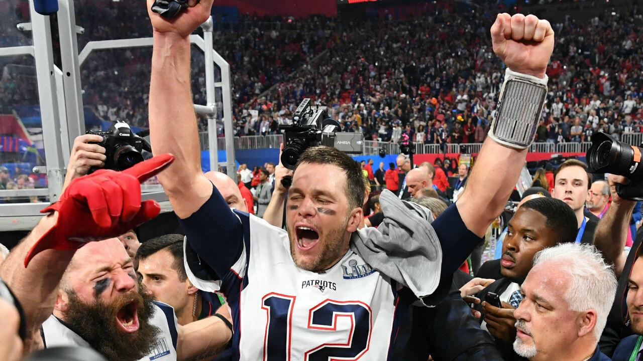 El mariscal de campo de los New England Patriots, Tom Brady, celebra después del Super Bowl LIII contra los Rams de Los Ángeles en el estadio Mercedes-Benz en Atlanta, Georgia, Estados Unidos, el 3 de febrero de 2019.