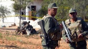 جنود من الجيش التونسي في مدينة بن قردان