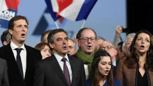 François Fillon aux côtés de Jérôme Chartier, Hervé Novelli et Valérie Boyer, vendredi 18 novembre 2016 à Paris.