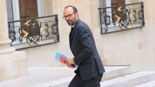 Le Premier ministre Édouard Philippe fait son entrée lors du premier Conseil des ministres, jeudi 18 mai.