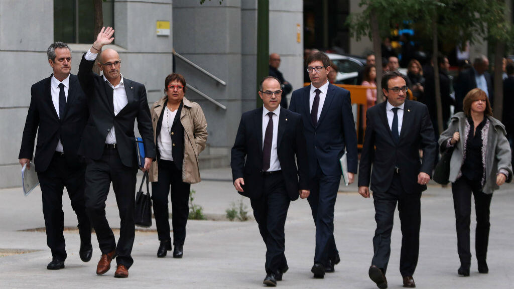 Los exconsejeros de la Generalitat llegan al Tribunal Superior de España después de ser convocado para declarar sobre los cargos de rebelión, sedición y mal uso de fondos públicos. Foto tomada el 2 de noviembre de 2017.