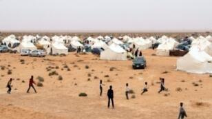 نازحون من تاورغاء الليبية في مخيم عشوائي قرب مدينتهم، 10 شباط/فبراير 2018