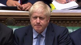 Le Premier ministre Boris Johnson fait face à une fronde des parlementaires britanniques, qui veulent lui imposer de demander un délai supplémentaire pour le Brexit.