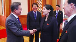 الرئيس الكوري الجنوبي مستقبلا كيم يو جونغ شقيقة الزعيم الكوري الشمالي 10 شباط/فبراير 2018.