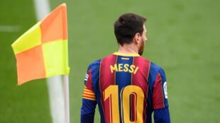 الأرجنتيني ليونيل ميسي خلال مباراة فريقه برشلونة أمام قادش في المرحلة الرابعة والعشرين من الدوري الإسباني لكرة القدم في 21 شباط/فبراير 2021