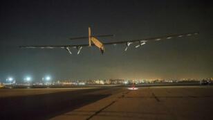"""طائرة """"سولار إمبالس 2"""" أثناء إقلاعها من مطار القاهرة"""