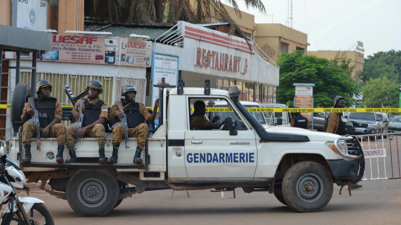 Des membres des forces de l'ordre déployés à Ouagadougou, le 14 août 2017.