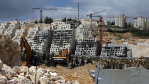 Construction de bâtiments dans la colonie de Neve Yaakov, dans le nord de Jerusalem-Est, le 29 mars 2016.