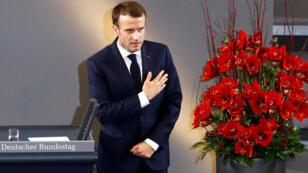 """الرئيس الفرنسي إيمانويل ماكرون يلقي خطابا في """"يوم الذكرى"""" في البرلمان الألماني 18 نوفمبر 2018."""