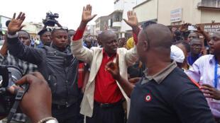 Des manifestants protestant contre un éventuel 3e mandat du président Nkurunziza le 17 avril à Bujumbura