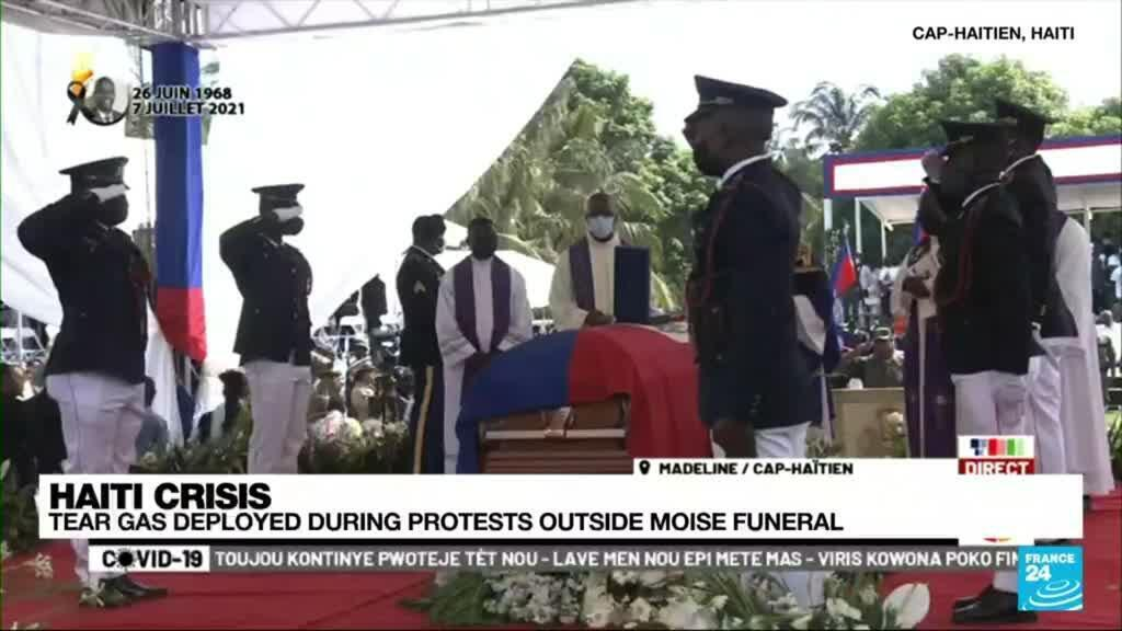 2021-07-23 18:04 Dignitaries rush to cover as protests flare at Haiti president's funeral