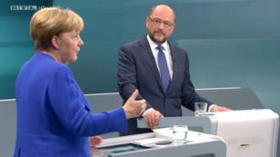 La chancelière allemande Angela Merkel face à son adversaire social-démocrate Martin Schulz, lors d'un débat télévisé le 3 septembre.