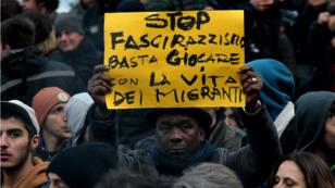 مظاهرة ضد الفاشية والعنصرية في مدينة ماتشيراتا الإيطالية (وسط) 10 شباط/فبراير 2018.