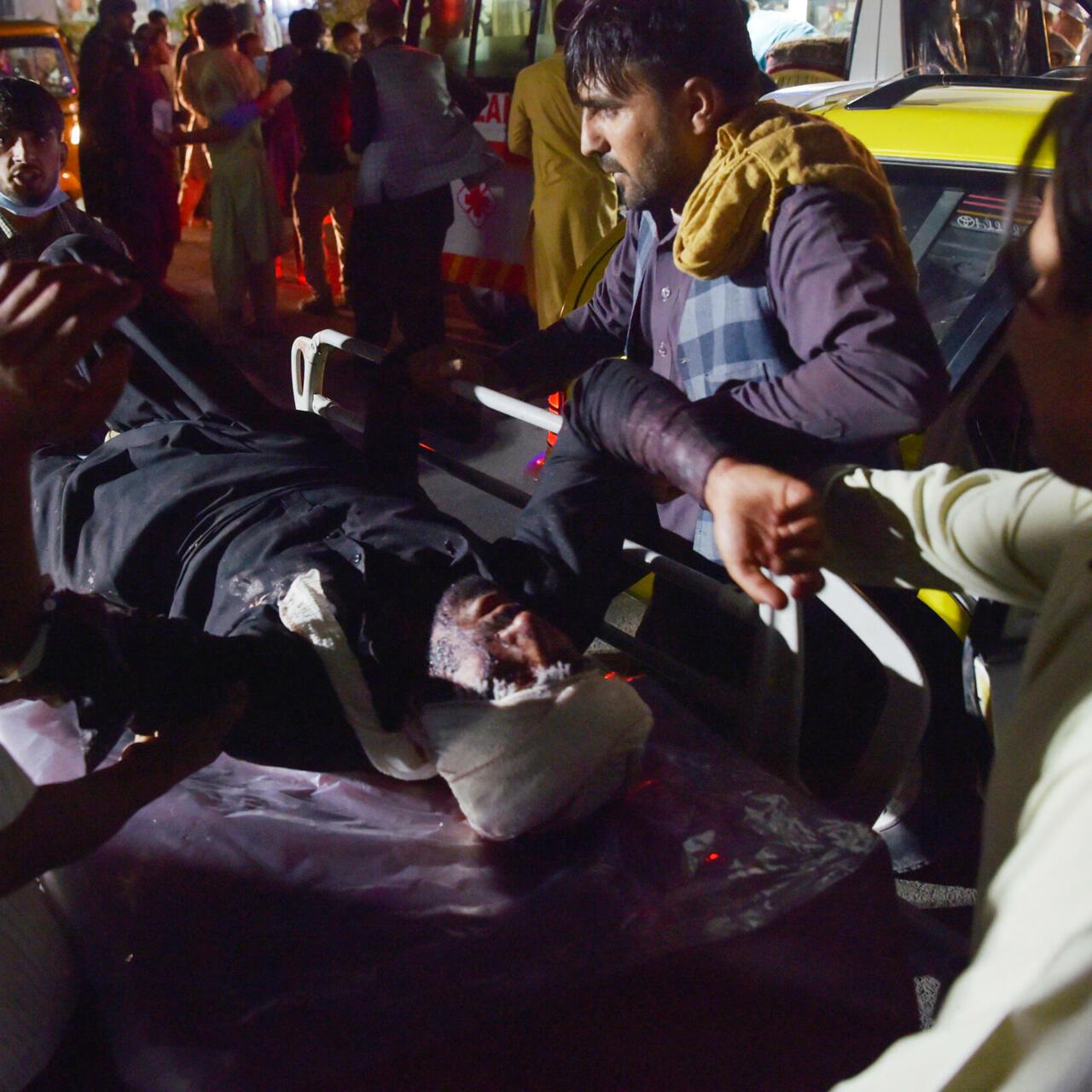 Estado Islámico se adjudica el ataque fuera del aeropuerto de Kabul que  deja decenas de muertos