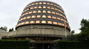 La Cour constitutionnelle espagnole, située à Madrid, a suspendu la séance prévue lundi prochain au Parlement catalan.