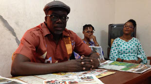 """Lassane Zohoré animant la conférence de rédaction de """"Gbich !""""."""