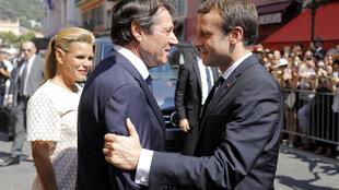 Le président Macron (d) et le maire de Nice Christian Estrosi, le 14 juillet 2017 à Nice lors des cérémonies du souvenir un an après la tuerie de Nice