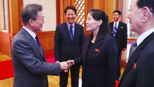 Le président de Corée du Sud Moon Jae-in accueille Kim Yo-jong, la sœur du leader nord-coréen, au palais présidentiel de Séoul, le 10 février 2018.