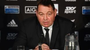 Le sélectionneur néo-zélandais Steve Hansen en conférence de presse à Wellington, le 27 juillet 2019