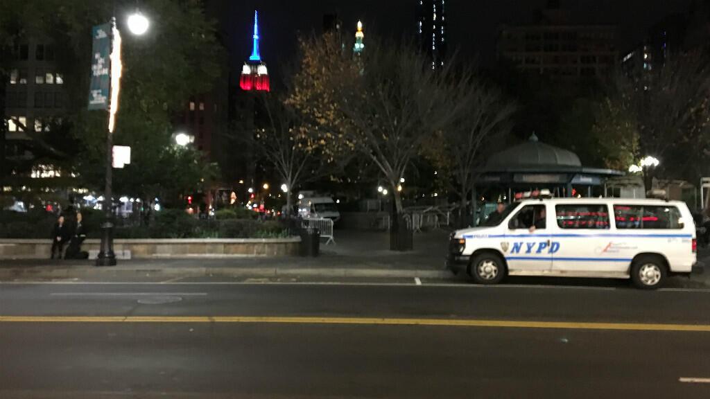 La 14e rue déserte après minuit. Seuls la police et l'Empire State Building veillent.