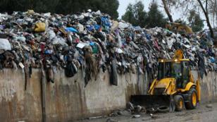 Des déchets amassés près de la rivière de Beyrouth, après les pluies diluviennes du 25 octobre 2015.