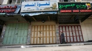 محال مقفلة في الخليل تضامنا مع الأسرى المضربين عن الطعام في السجون الإسرائيلية 27 نيسان/أبريل 2017