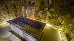 La sépulture de la reine Nefertiti se cache-t-elle derrière les murs de la pièce funéraire du pharaon Toutankhamon ?