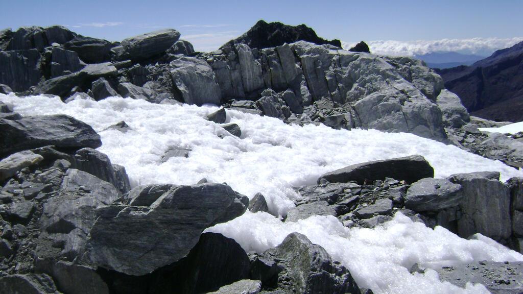 Archivo: se ve el pico del glaciar Humboldt, en la Sierra Nevada de Mérida, el 9 de enero de 2013.