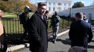 Luego de la sentencia el reportero del canal CNN, Jim Acosta, se trasladó  a la sede de la Casa Blanca para cumplir sus funciones como reportero el 16 de noviembre