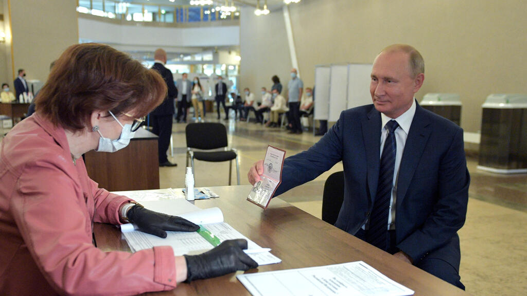 Russian voters back reform allowing Putin to extend rule