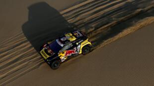 El francés Sébastien Loeb, en acción durante la segunda etapa del Rally Dakar 2019 entre Pisco y San Juan de Marcona, el 8 de enero de 2019.