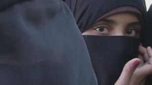 Deux des femmes rencontrées à Jarablus en Syrie par les équipes de France 24.