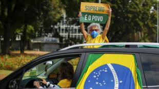 Un militant pro-Bolsonaro lors d'une manifestation de soutien au président brésilien à Brasilia, le 17 mai 2020.