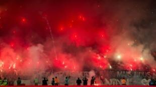 مدرجات مشجعي الوداد البيضاوي المغربي خلال مباراته ضد الترجي التونسي في ذهاب الدور النهائي لمسابقة دوري أبطال إفريقيا في الرباط، في 25 أيار/مايو 2019.