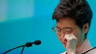 La jefa del Ejecutivo de Hong Kong, Carrie Lam, reacciona durante una conferencia de prensa después de su discurso de política para 2019, en Hong Kong, China, el 16 de octubre de 2019.