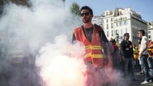 Un manifestant à Marseille, le 19 avril 2018.