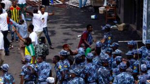 L'intervention des forces de sécurité éthiopiennes après l'explosion d'une grenade au meeting du Premier ministre Abiy Ahmed le 23 juin à Addis Abeba.