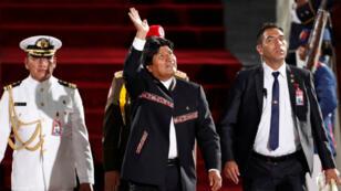 Evo Morales Ayma (centro) buscará en el año 2019 un cuarto mandato al frente de Bolivia, de lograrlo sería el Gobierno más longevo en la historia del país
