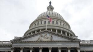 """Le Sénat américain n'est pas parvenu à voter la loi de financement avant l'heure limite de minuit pour éviter le """"shutdown"""""""