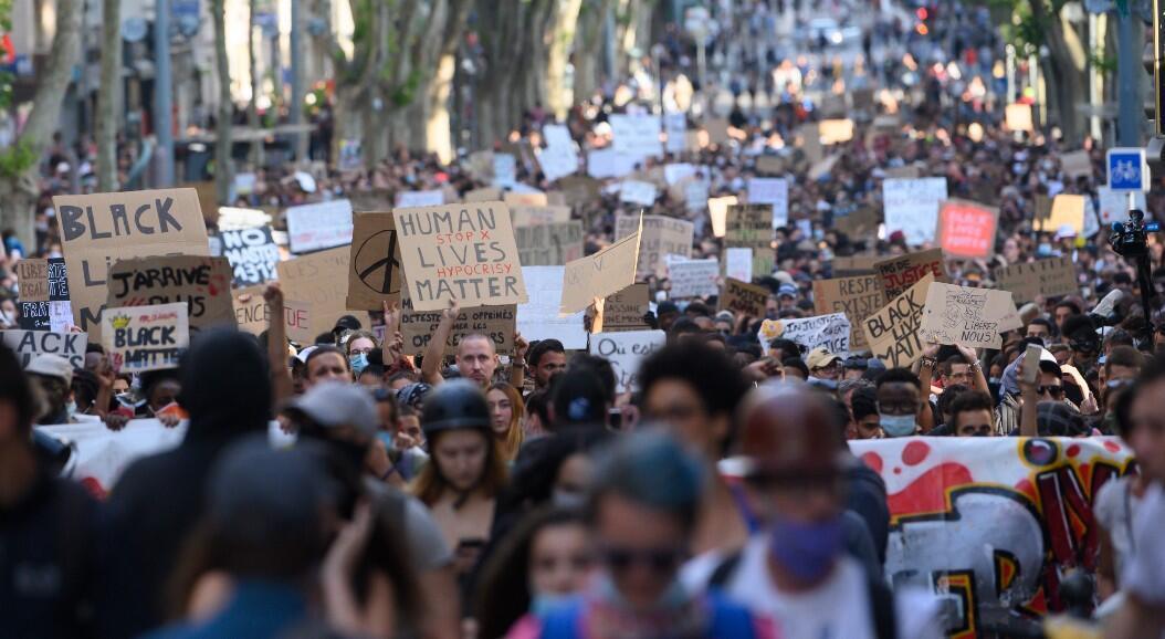 Miles de personas se toman las calles para protestar contra el racismo, En Marsella, Francia, el 6 de junio de 2020.