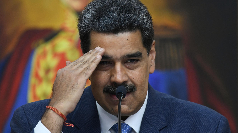 En esta imagen tomada el 14 de febrero de 2020, el presidente de Venezuela, Nicolás Maduro, hace gestos durante una conferencia de prensa con miembros de los medios extranjeros en el palacio de Miraflores en Caracas.
