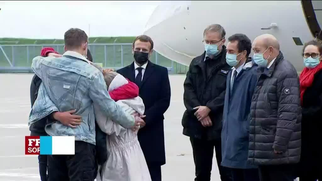2020-10-09 15:01 Freed hostage Sophie Pétronin lands in France to hero's welcome