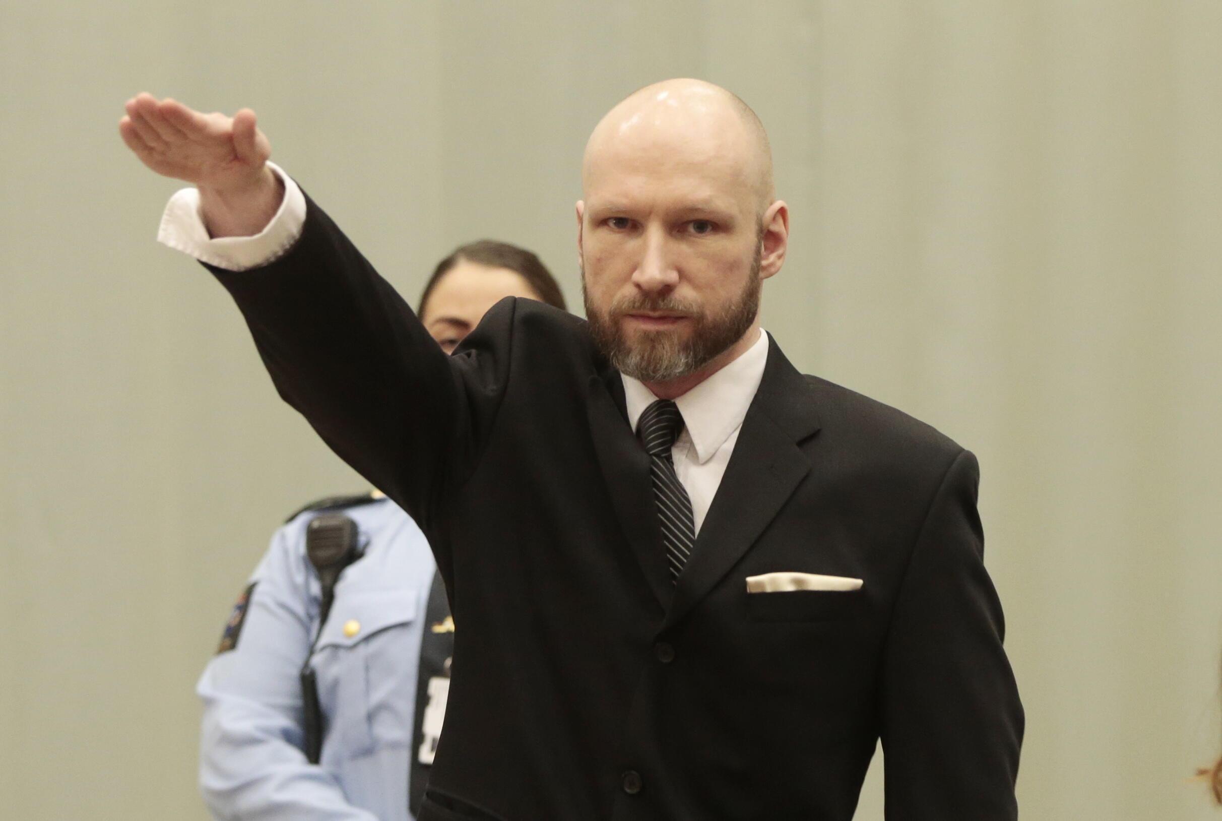 El noruego Anders Behring Breivik mató a tiros a 69 personas en un campamento juvenil en la isla de Utoya, poco después de matar a ocho personas en un atentado con bomba frente a un edificio gubernamental en Oslo en 2011.