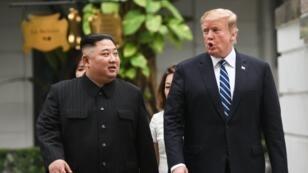 دونالد ترامب وكيم جونغ أون جنبا لجنب في اليوم الأول من قمتهما بهانوي 27 فبراير/شباط 2019