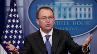 Foto de archivo del director de presupuesto de la Casa Blanca, Mick Mulvaney, que gesticula mientras realiza una conferencia de prensa en la Casa Blanca en Washington D. C., EE. UU., el 19 de enero de 2018.