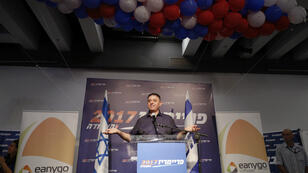 Le nouveau leader des travaillistes israéliens, Avi Gabbay, tout juste élu, le 10 juillet 2017 à Tel Aviv.