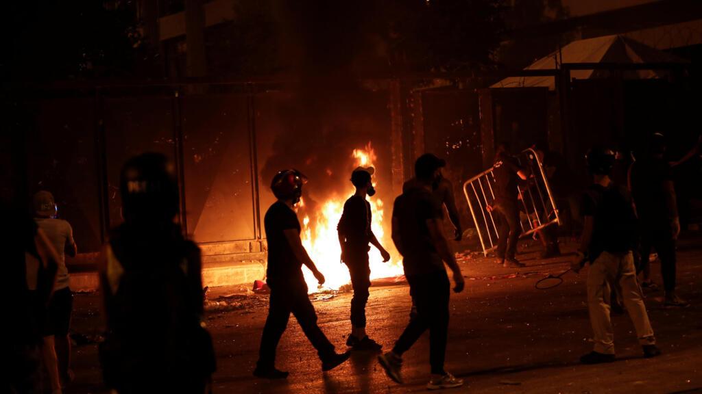انفجار بيروت: الاشتباكات تتجدد لليوم الثاني بين القوى الأمنية والمحتجين الغاضبين في وسط بيروت