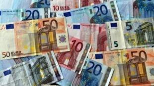 أوراق نقدية من عملة اليورو.
